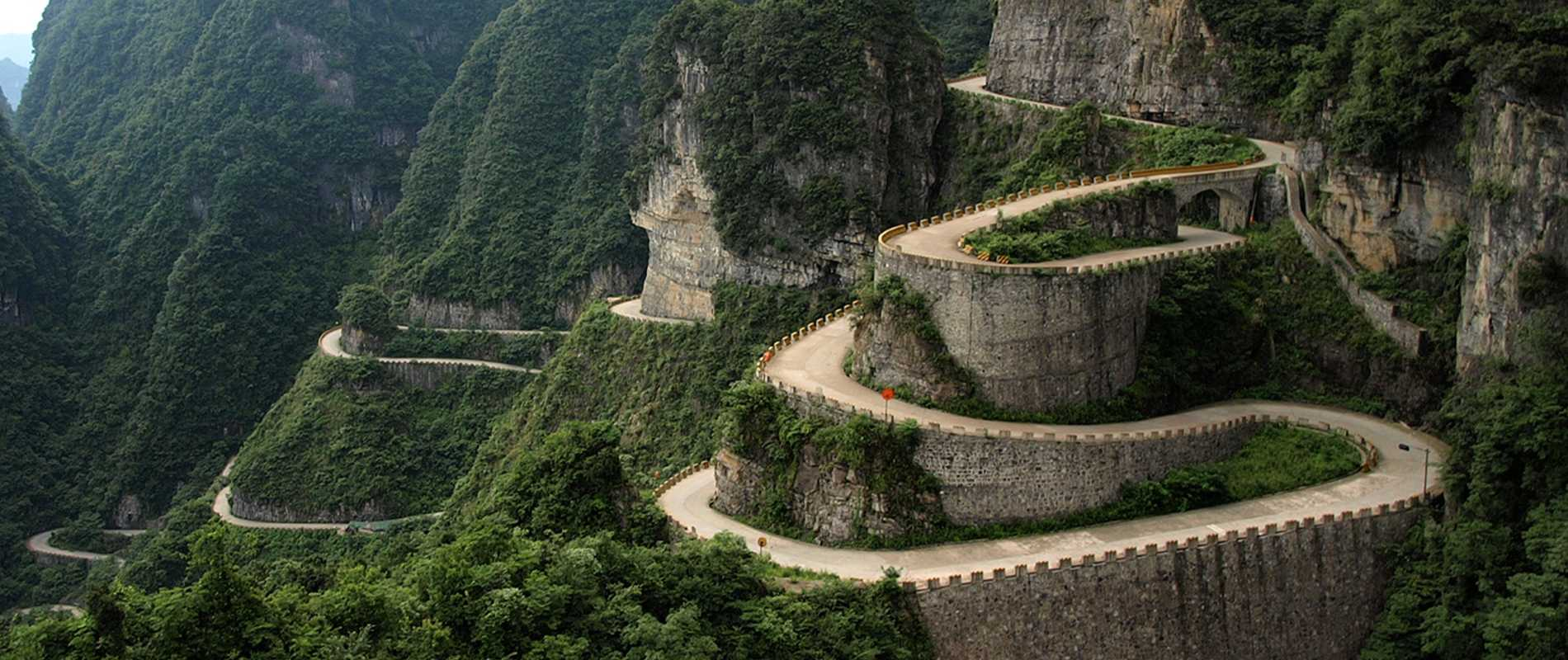 The world's five such roads on which to drive are the most dangerous