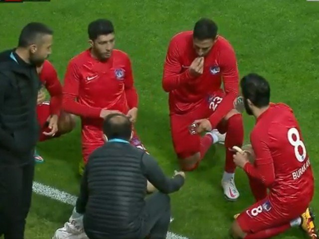 Video of Turkish footballers breaking their fast during a match goes viral