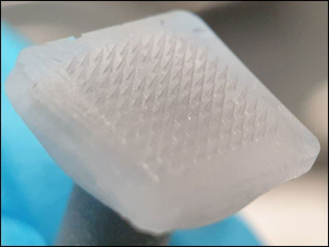 Fine ice needle graft: will melt and deliver medicine to the body