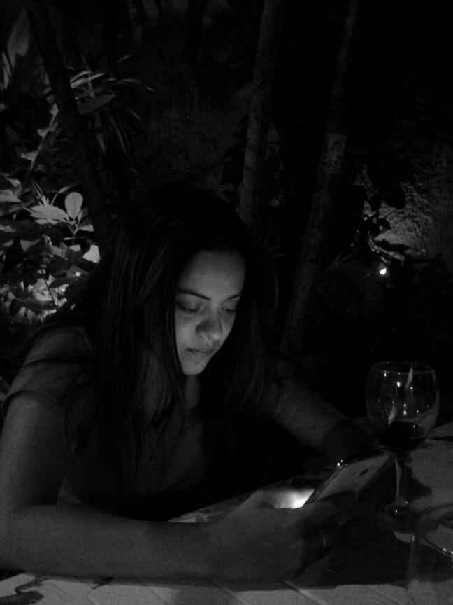 ella leía y el escribía