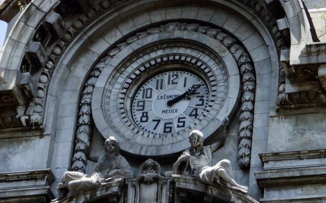 Detalle de la fachada Edificio Esmeralda, México City, México