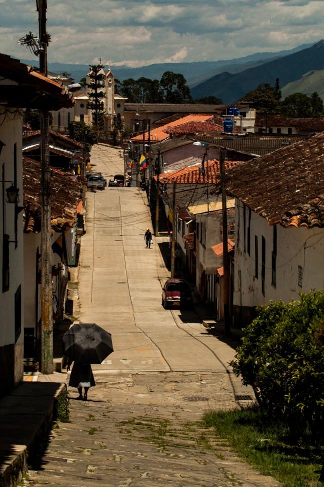 Caminando bajo el sol Guadalupe, Santander, Colombia