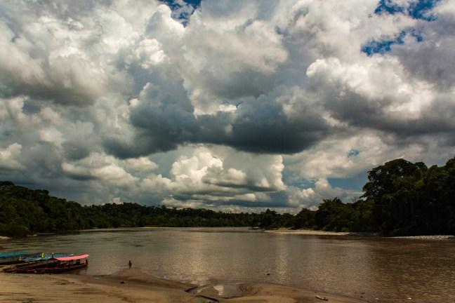Mediodía en el río Misahuallí, Provincia de Napo, Ecuador