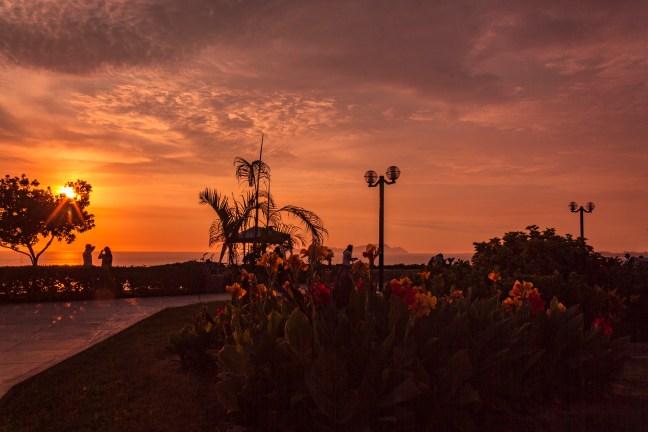 Atardecer en el Malecón Barranco, Lima, Perú