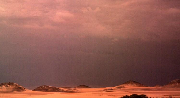 Atardecer de desierto Carretera a Ica, Ica, Perú