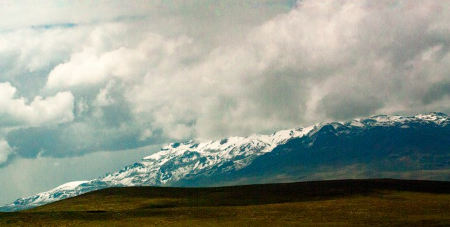 Los picos nevados Carretera de Arequipa a Puno, Perú