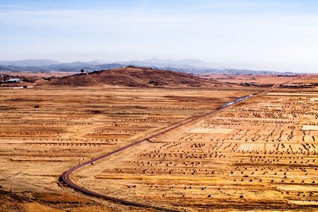 Vista del valle Carretera a Juliaca, Puno, Perú