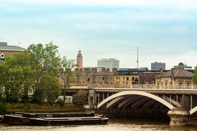 El puente Río thames, Londres, UK