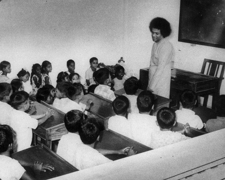Sai Baba y su gran tarea educativa