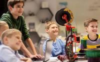 Children in STEM class