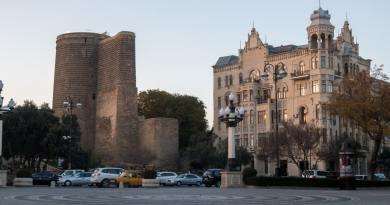 Bakoe het Parijs van de Kaukasus met zijn icoon de Maidan Toren.