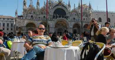 Tijdens mijn race door Zuid-Europa vond ik toch nog tijd voor het duurste kopje koffie ooit op het San Marco plein.