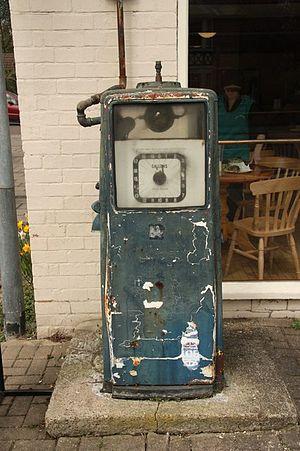 English: Old fuel pump Disused vintage fuel pu...