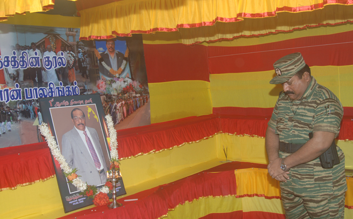 LTTE leader paying homage to Anton Balasingham 2