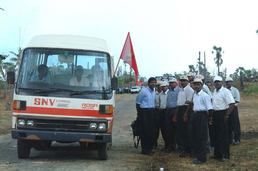 2 female LTTE cadres and 13 male LTTE cadres boarding a bus to Jaffna