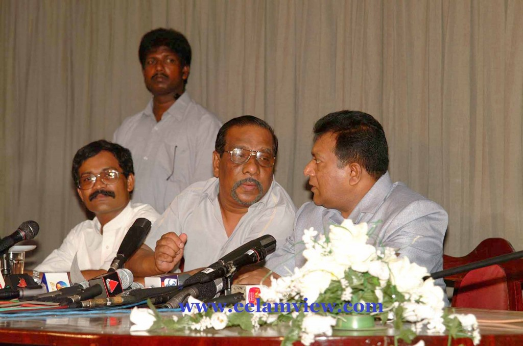 Press Conference at Killinochi 2002