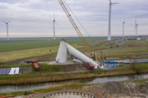 Windmolen-Eemshaven-stort-in-1