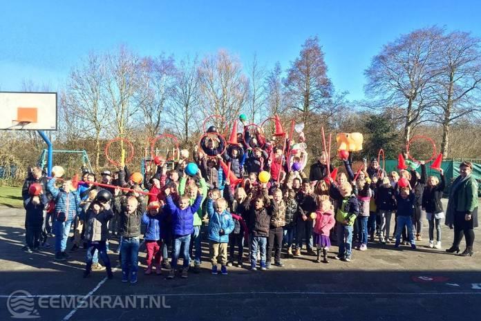 OBS De Woldrakkers ontvangt sport- en spelmaterialen pakket