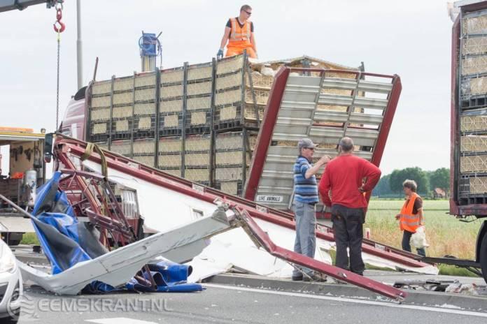 Vrachtwagen te hoog voor viaduct N33 bij Siddeburen