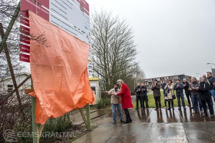Burgemeester Rika Pot geeft start sein voor restauratie Molukse kerk in Appingedam