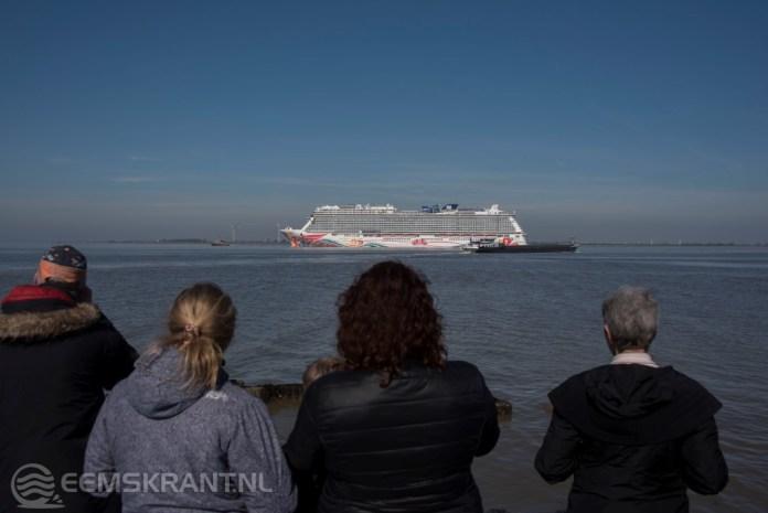 Cruiseschip Norwegian Joy eerder dan verwacht aangekomen in de Eemshaven