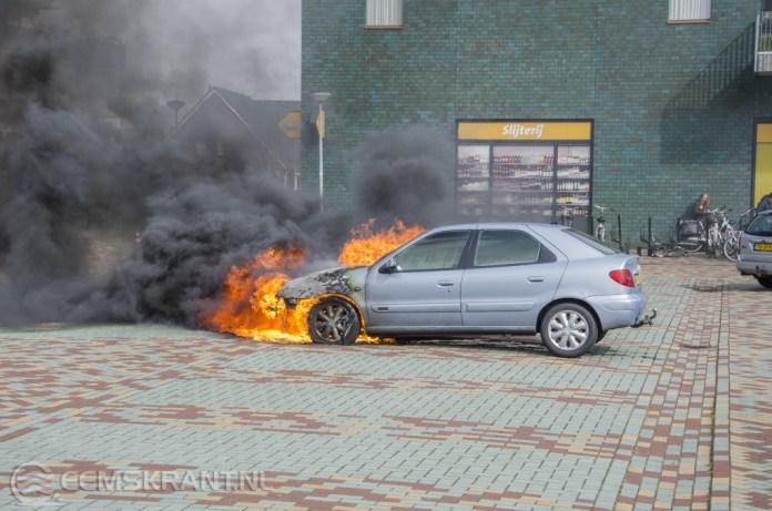 Auto brandt uit op parkeerplaats Harddraversplein