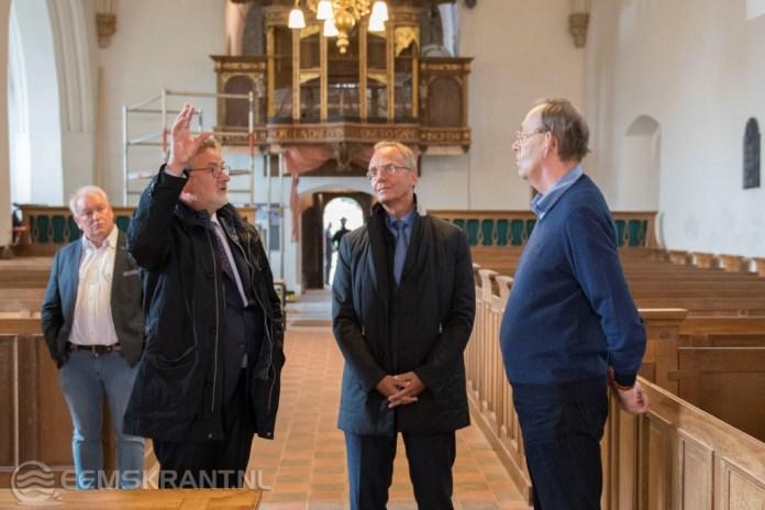 Demissionair minister Henk Kamp op bezoek in Loppersum