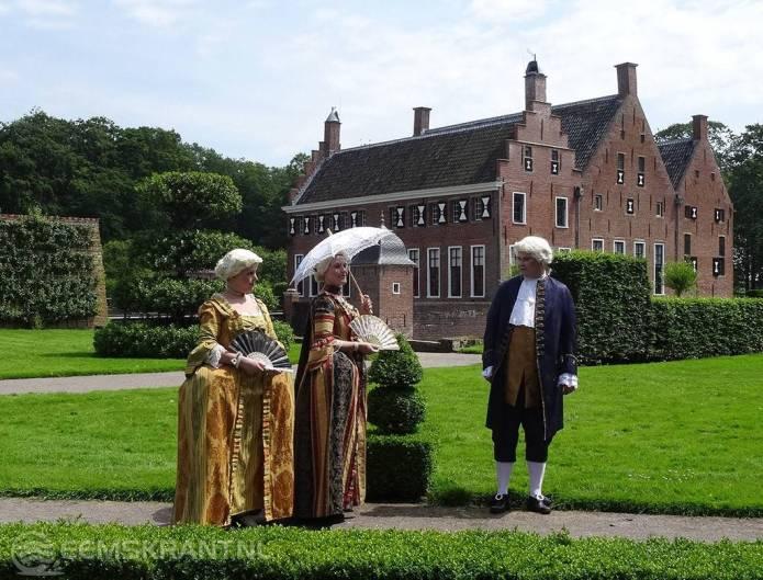 Bewoners van toen voor even terug op de Menkemaborg tijdens de dag van het kasteel