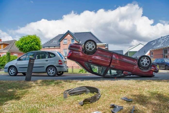 Auto slaat over de kop op het Proosdij in Farmsum