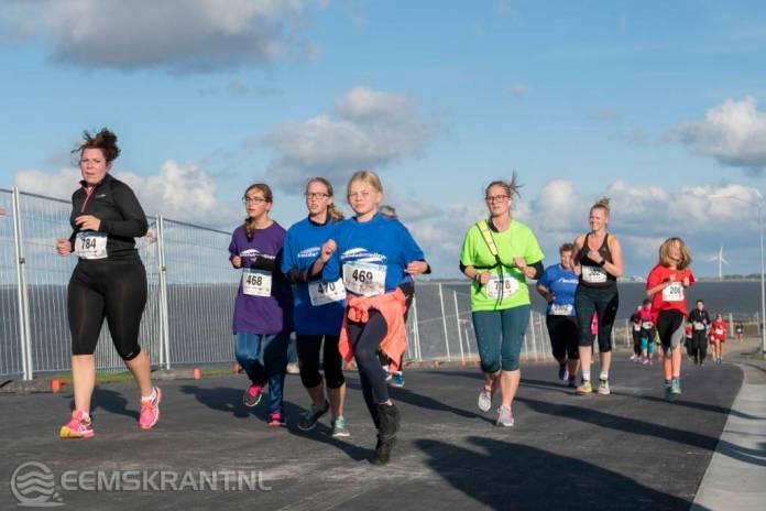 Ruim duizend deelnemers tijdens zonnige maar koude Zeemijlenloop Delfzijl