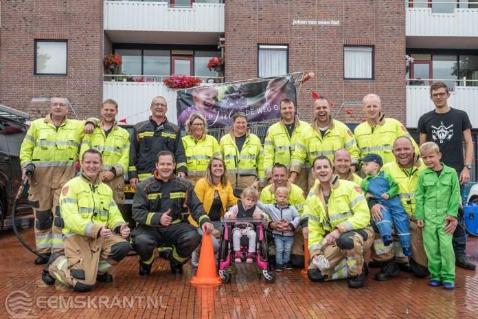 Brandweerlieden halen met actie 'Je auto brandschoon' ruim 1750 euro op