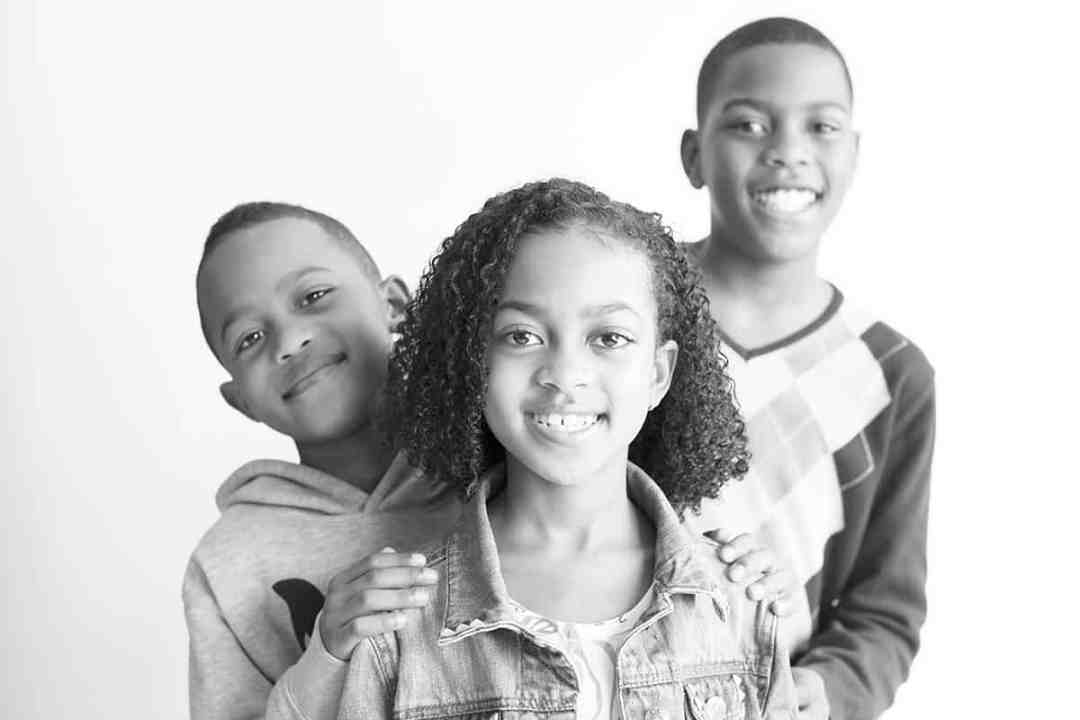 fotostudio fotograaf fotografie kinderen kinderportret zoon dochter zwart-wit Getsewoud Nieuw-Vennep Hoofddorp Lisse Haarlem