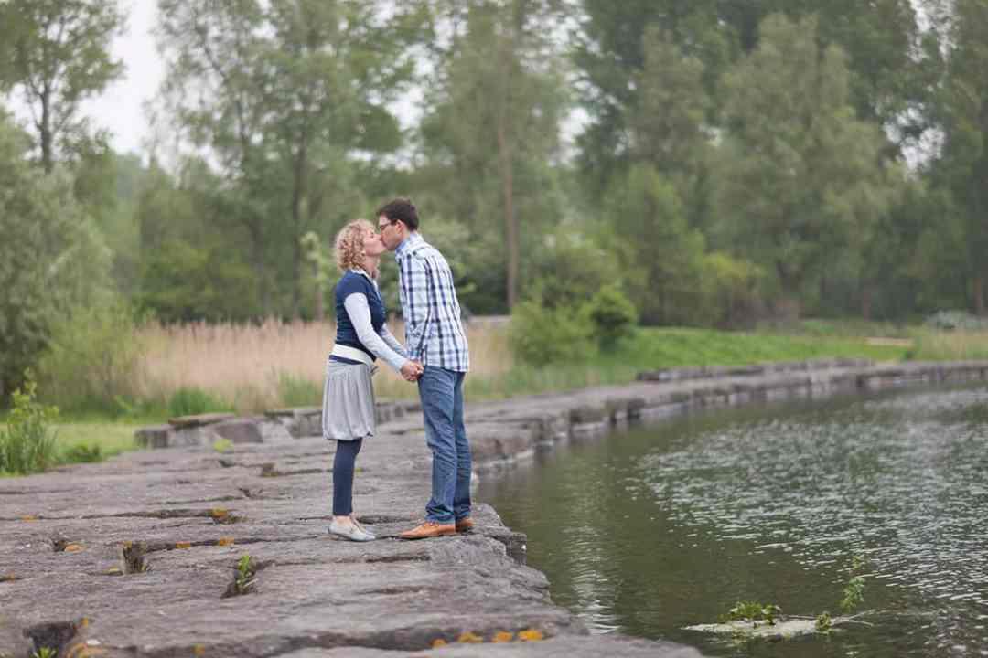 loveshoot fotoshoot pre-wedding fotosessie park Haarlemmermeerse Bos Hoofddorp