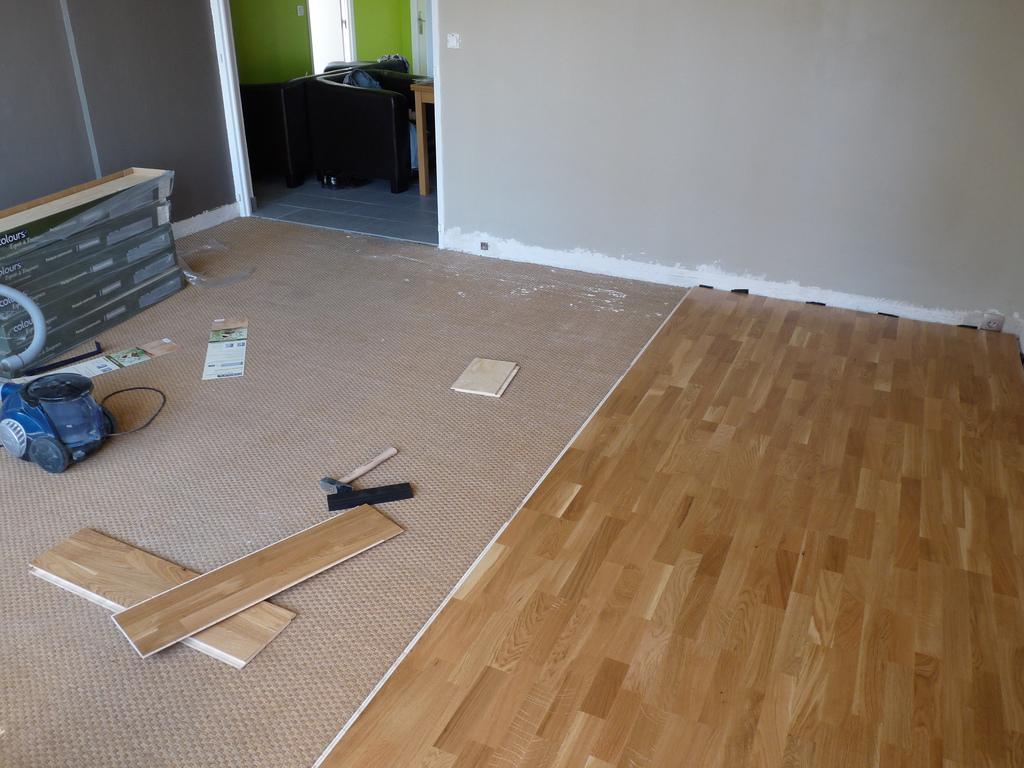 Incollare nuovo pavimento su vecchio - Piastrellare un pavimento ...