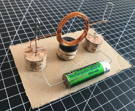 Simple motor paper clips