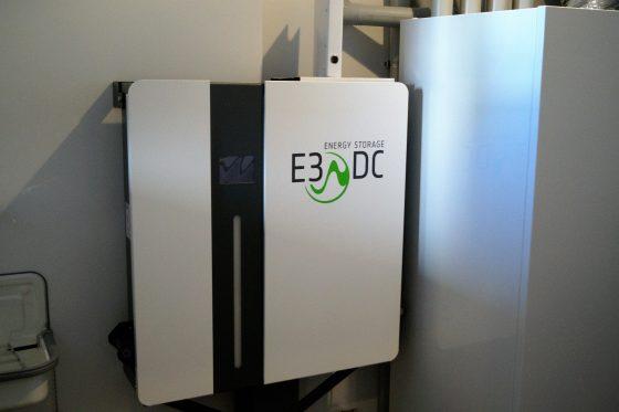 Das Hauskraftwerk E3/DC in aktuellen OKAL-Häusern speichert den Solarstrom und gibt ihn dann ab, wenn er gebraucht wird. (Foto: Markus Burgdorf)