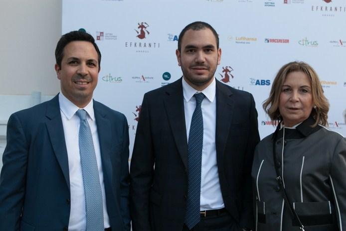 Οι βραβεβευθέντες Στράτος και Νίκος Τσαλαμανιός με τη μητέρα τους Σάρα Δανισκίδου- Τσαλαμανιού