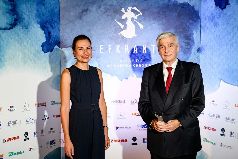 Ο κ. Ηρακλής Προκοπάκης και η κ. Ελένη Πολυχρονοπούλου, Διευθύντρια Επιχειρηματικής Ανάπτυξης της ERMA FIRST, χορηγού του βραβείου.