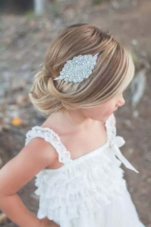 svečana punđa na maloj devojčici
