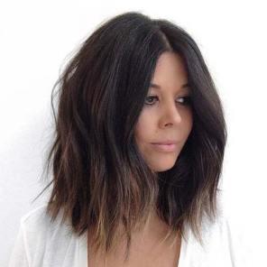 bob frizura na tamnoj kosi