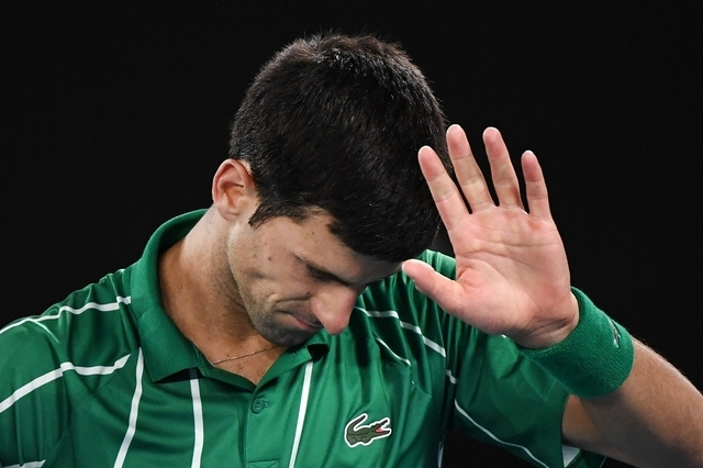 Un médecin suisse menace Novak Djokovic d'exclusion car le Serbe s'oppose à la vaccination
