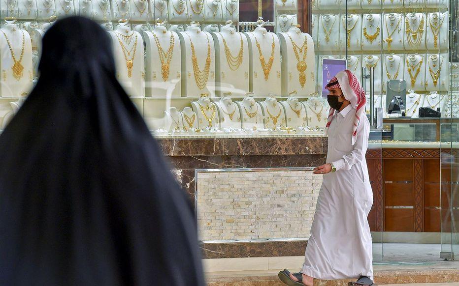Chute des cours du pétrole : l'Arabie saoudite triple sa TVA et stoppe des aides sociales