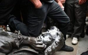 Haine de soi : les antiracistes britanniques s'en prennent aux figures de leur passé