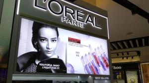 """Marketing antiraciste : L'Oréal supprime les mots """"blanc"""", """"blanchissant"""" et """"clair"""" de ses produits"""