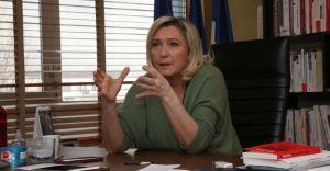 """Marine Le Pen : """"Une dette doit être remboursée"""""""