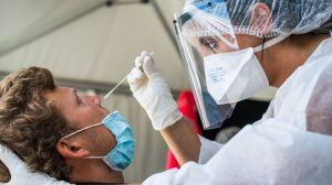 L'Académie de médecine alerte sur des lésions provoquées par les tests PCR