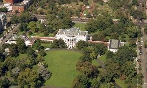 """""""Attaques acoustiques"""" : une première victime à la Maison-Blanche"""