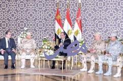 الرئيس / عبدالفتاح السيسى يجتمع بقادة القوات المسلحة والشرطة المدنية عقب صلاة الجمعة بمسجد المشير طنطاوي |