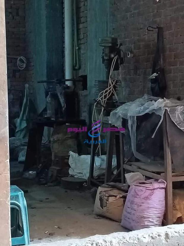 أهالي قرية منطي شبرا الخيمة يُطالبون بغلق ورشة صناعة كاوتش |