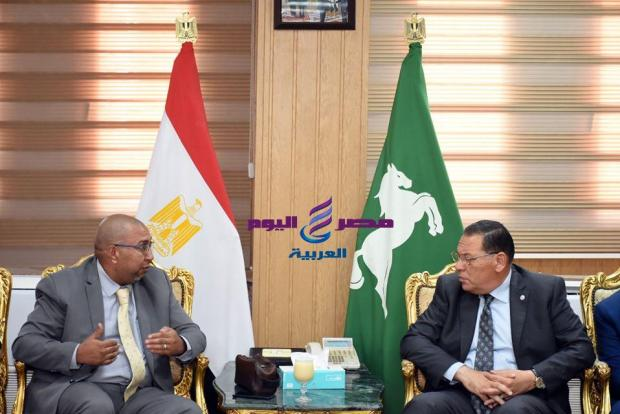 محافظ الشرقية ومناقشة تنفيذ المبادرة الرئاسية للحد من إنتشار العدوى |